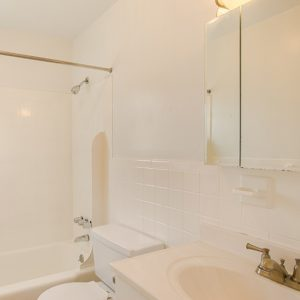 Green Grove Apartments For Rent in Keyport, NJ Bathroom